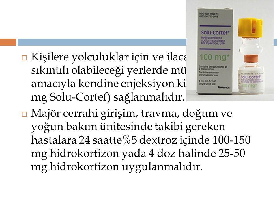 Kişilere yolculuklar için ve ilaca ulaşmanın sıkıntılı olabileceği yerlerde müdahale amacıyla kendine enjeksiyon kiti (örneğin 100 mg Solu-Cortef) sağlanmalıdır.