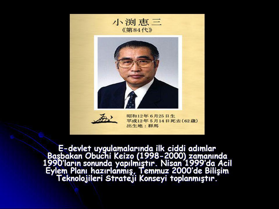 E-devlet uygulamalarında ilk ciddi adımlar Başbakan Obuchi Keizo (1998-2000) zamanında 1990'ların sonunda yapılmıştır.