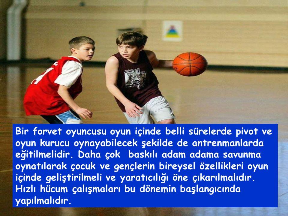 Bir forvet oyuncusu oyun içinde belli sürelerde pivot ve oyun kurucu oynayabilecek şekilde de antrenmanlarda eğitilmelidir.