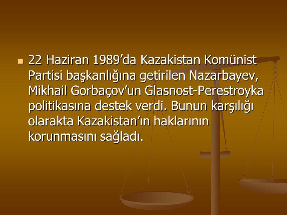 22 Haziran 1989'da Kazakistan Komünist Partisi başkanlığına getirilen Nazarbayev, Mikhail Gorbaçov'un Glasnost-Perestroyka politikasına destek verdi.