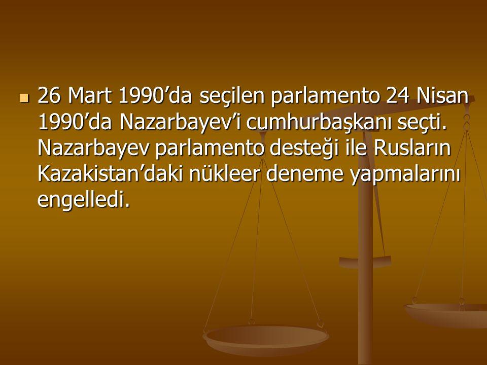 26 Mart 1990'da seçilen parlamento 24 Nisan 1990'da Nazarbayev'i cumhurbaşkanı seçti.