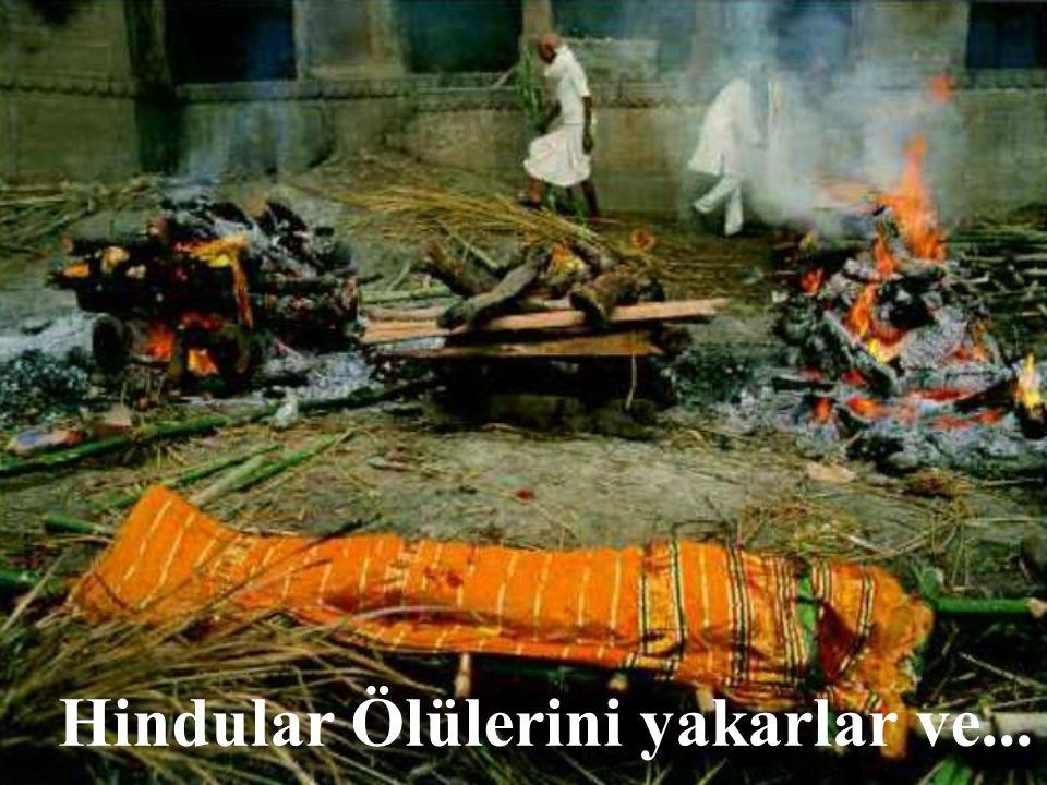 Hindular Ölülerini yakarlar ve...