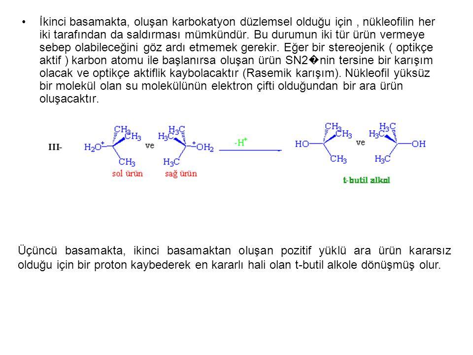 İkinci basamakta, oluşan karbokatyon düzlemsel olduğu için , nükleofilin her iki tarafından da saldırması mümkündür. Bu durumun iki tür ürün vermeye sebep olabileceğini göz ardı etmemek gerekir. Eğer bir stereojenik ( optikçe aktif ) karbon atomu ile başlanırsa oluşan ürün SN2�nin tersine bir karışım olacak ve optikçe aktiflik kaybolacaktır (Rasemik karışım). Nükleofil yüksüz bir molekül olan su molekülünün elektron çifti olduğundan bir ara ürün oluşacaktır.