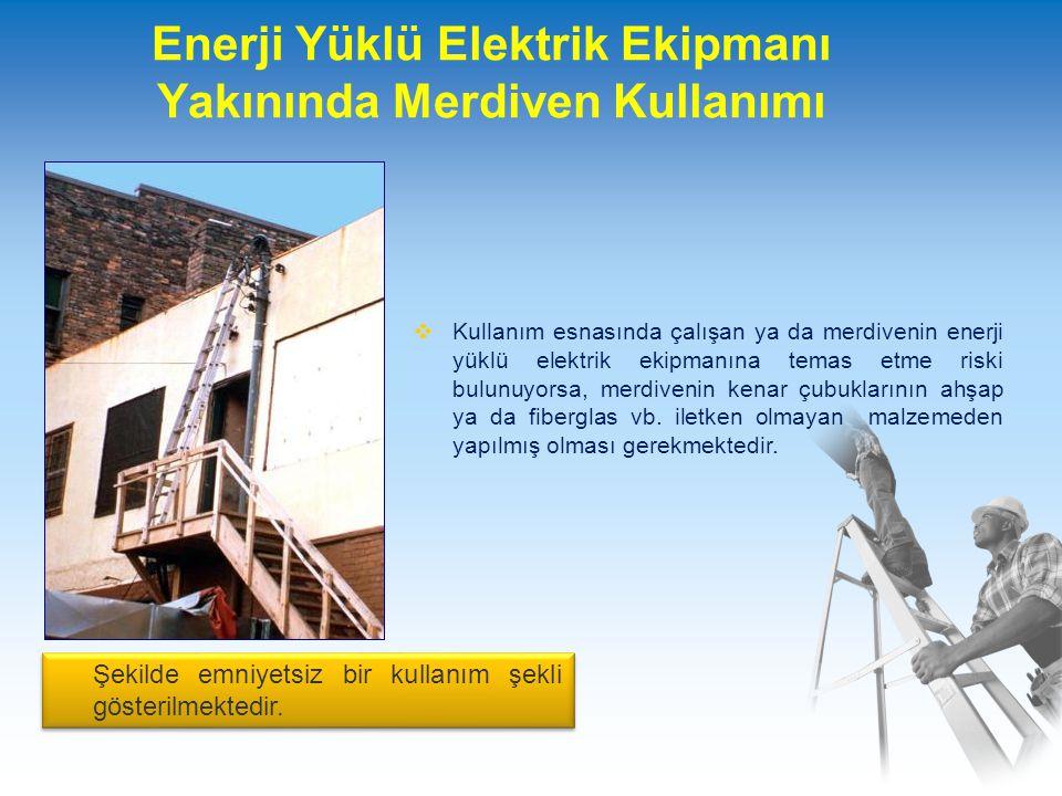 Enerji Yüklü Elektrik Ekipmanı Yakınında Merdiven Kullanımı