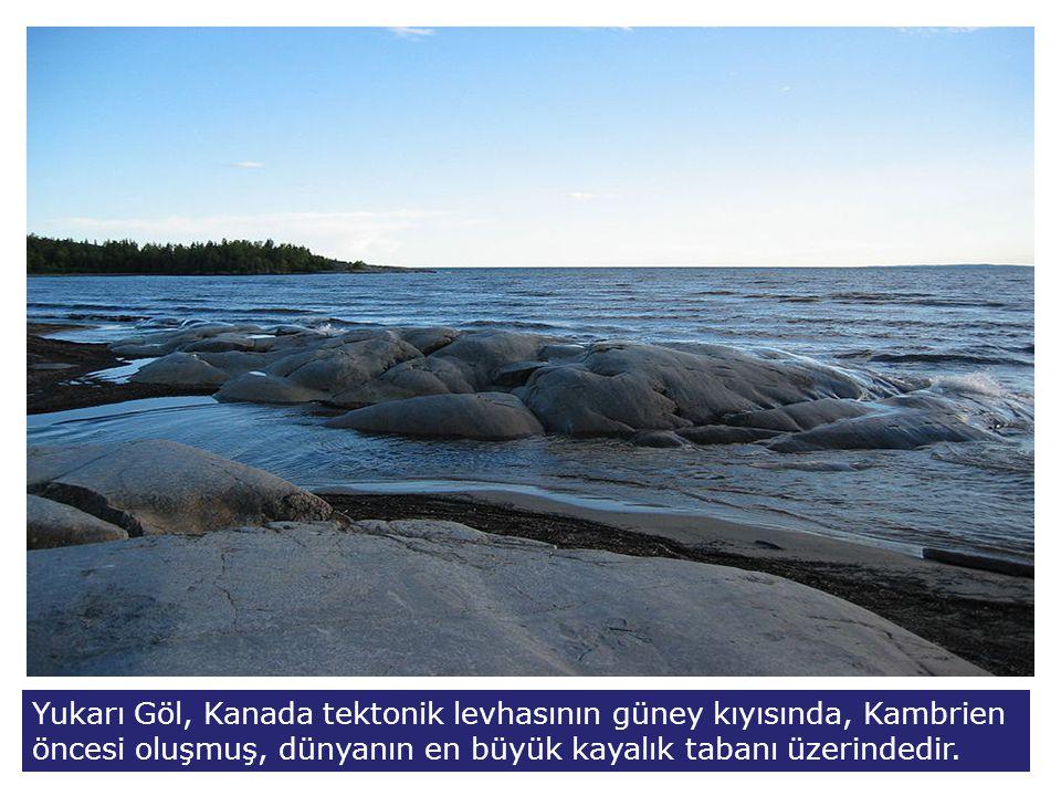 Yukarı Göl, Kanada tektonik levhasının güney kıyısında, Kambrien öncesi oluşmuş, dünyanın en büyük kayalık tabanı üzerindedir.