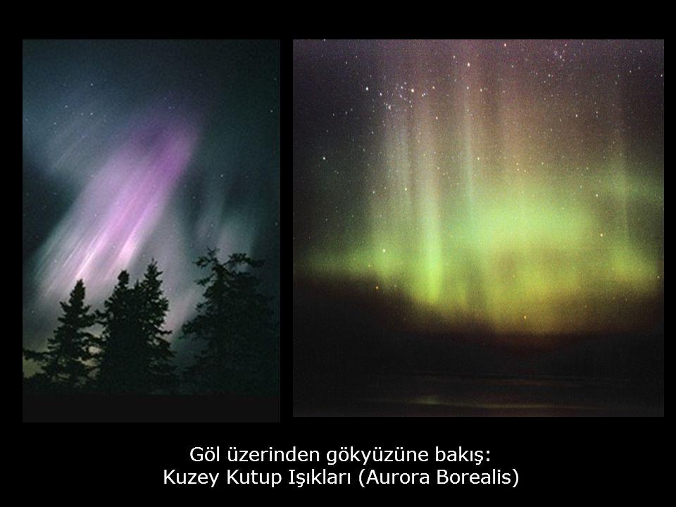 Göl üzerinden gökyüzüne bakış: Kuzey Kutup Işıkları (Aurora Borealis)