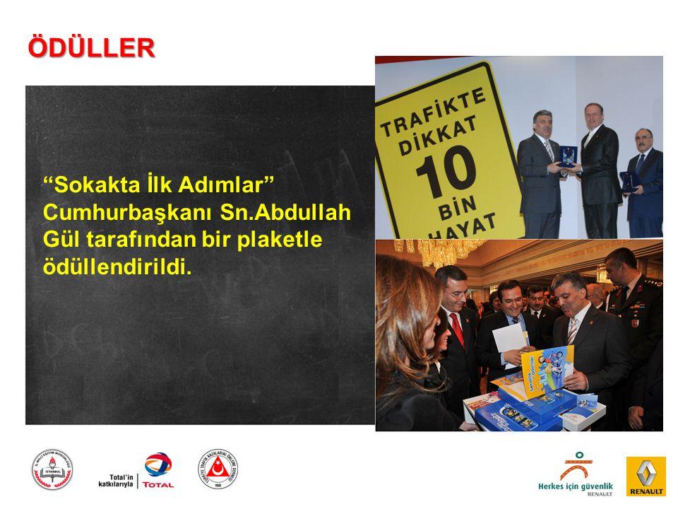 ÖDÜLLER Sokakta İlk Adımlar Cumhurbaşkanı Sn.Abdullah Gül tarafından bir plaketle ödüllendirildi.