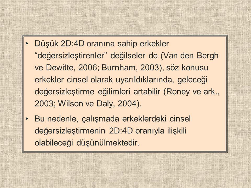 Düşük 2D:4D oranına sahip erkekler değersizleştirenler değilseler de (Van den Bergh ve Dewitte, 2006; Burnham, 2003), söz konusu erkekler cinsel olarak uyarıldıklarında, geleceği değersizleştirme eğilimleri artabilir (Roney ve ark., 2003; Wilson ve Daly, 2004).