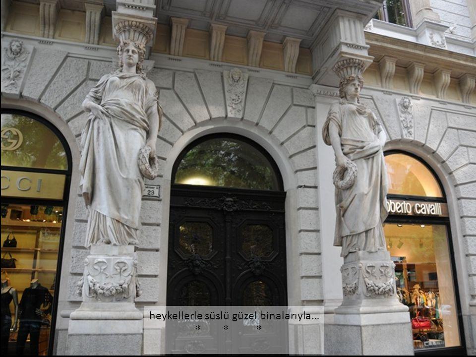 heykellerle süslü güzel binalarıyla…