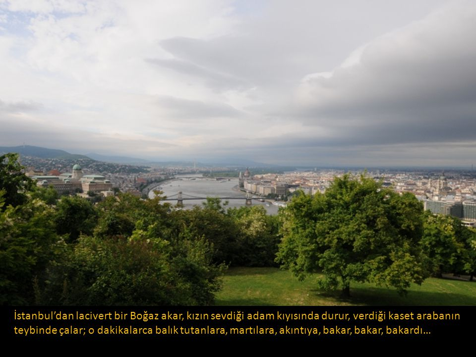 İstanbul'dan lacivert bir Boğaz akar, kızın sevdiği adam kıyısında durur, verdiği kaset arabanın teybinde çalar; o dakikalarca balık tutanlara, martılara, akıntıya, bakar, bakar, bakardı…