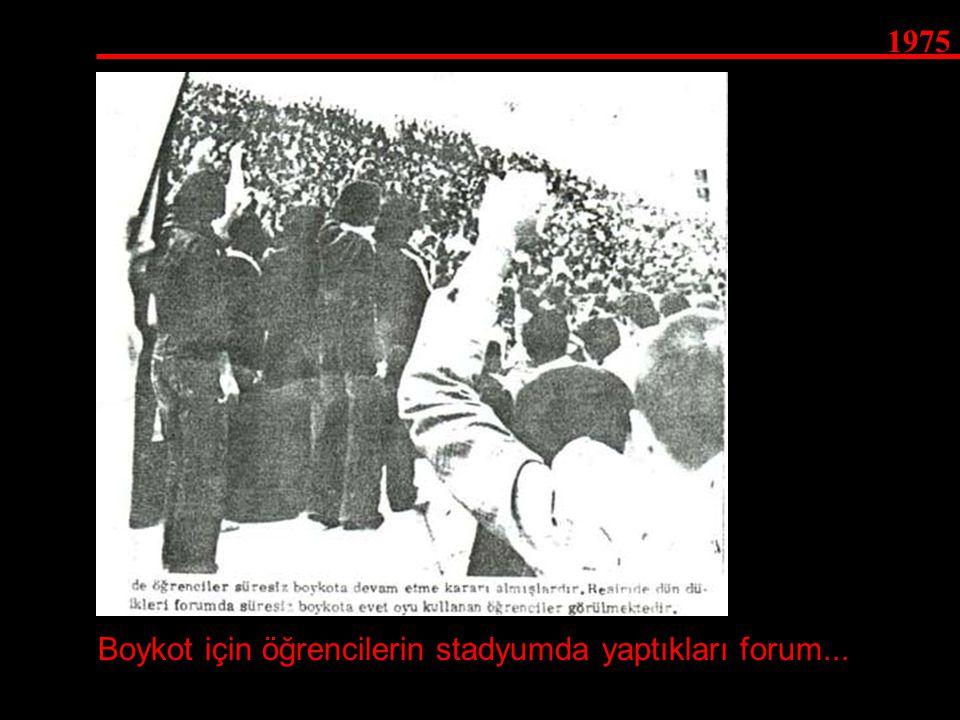 1975 Boykot için öğrencilerin stadyumda yaptıkları forum...