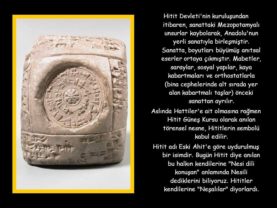 Hitit Devleti nin kuruluşundan itibaren, sanattaki Mezopotamyalı unsurlar kaybolarak, Anadolu nun yerli sanatıyla birleşmiştir. Sanatta, boyutları büyümüş anıtsal eserler ortaya çıkmıştır. Mabetler, saraylar, sosyal yapılar, kaya kabartmaları ve orthostatlarla (bina cephelerinde alt sırada yer alan kabartmalı taşlar) önceki sanattan ayrılır.