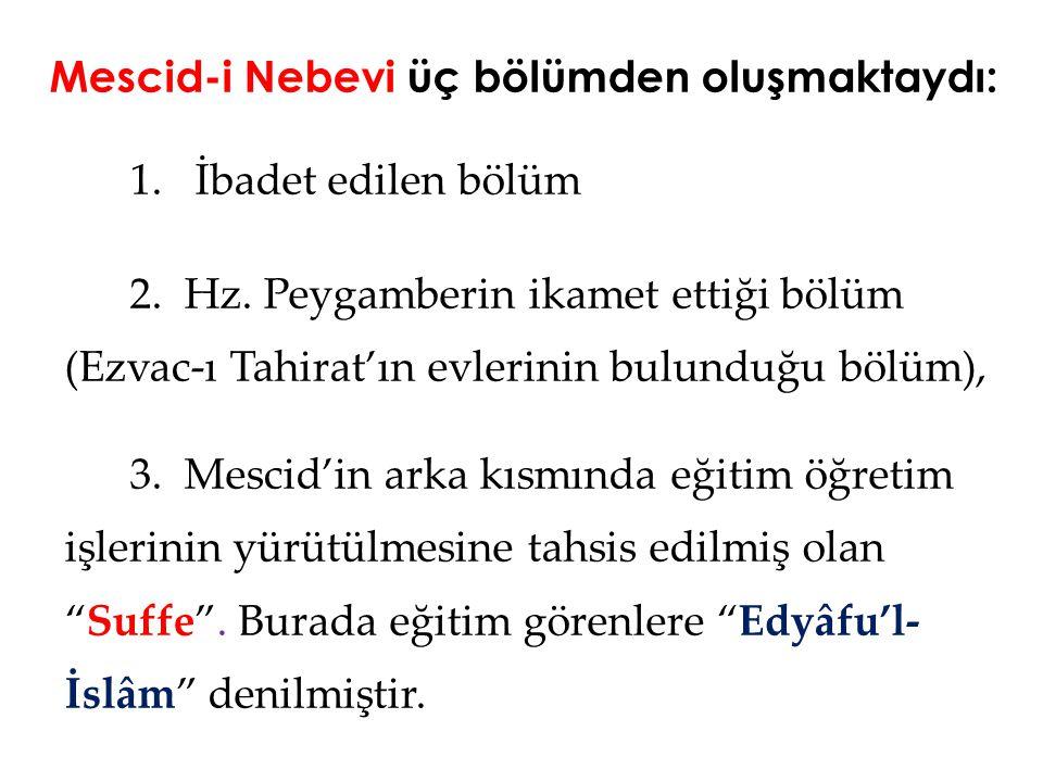 Mescid-i Nebevi üç bölümden oluşmaktaydı: 1. İbadet edilen bölüm 2. Hz