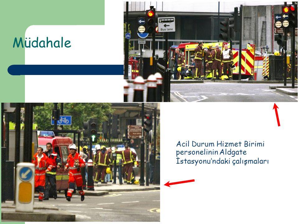 Müdahale Acil Durum Hizmet Birimi personelinin Aldgate İstasyonu'ndaki çalışmaları