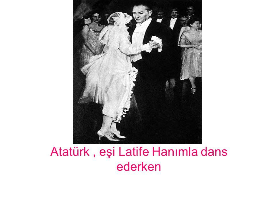 Atatürk , eşi Latife Hanımla dans ederken