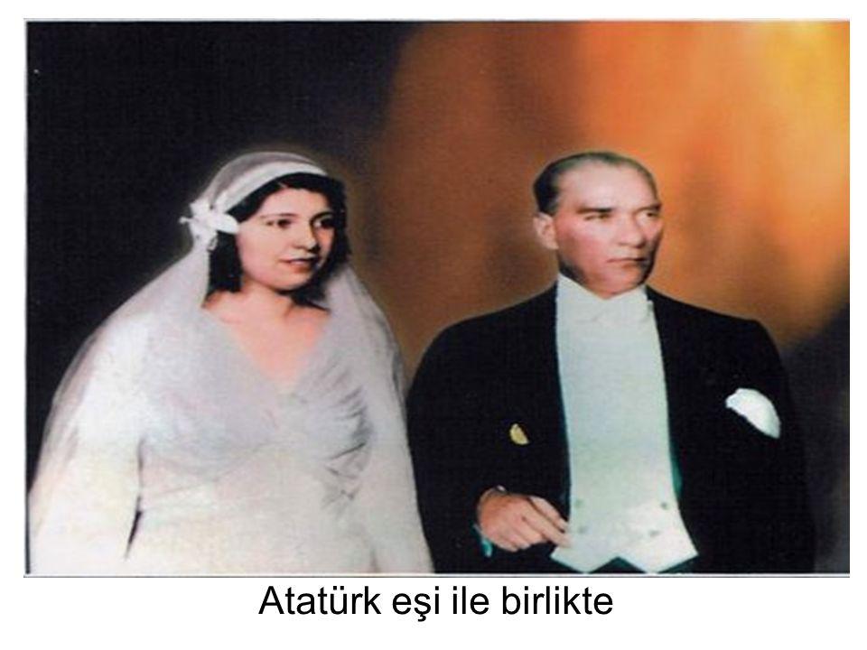 Atatürk eşi ile birlikte