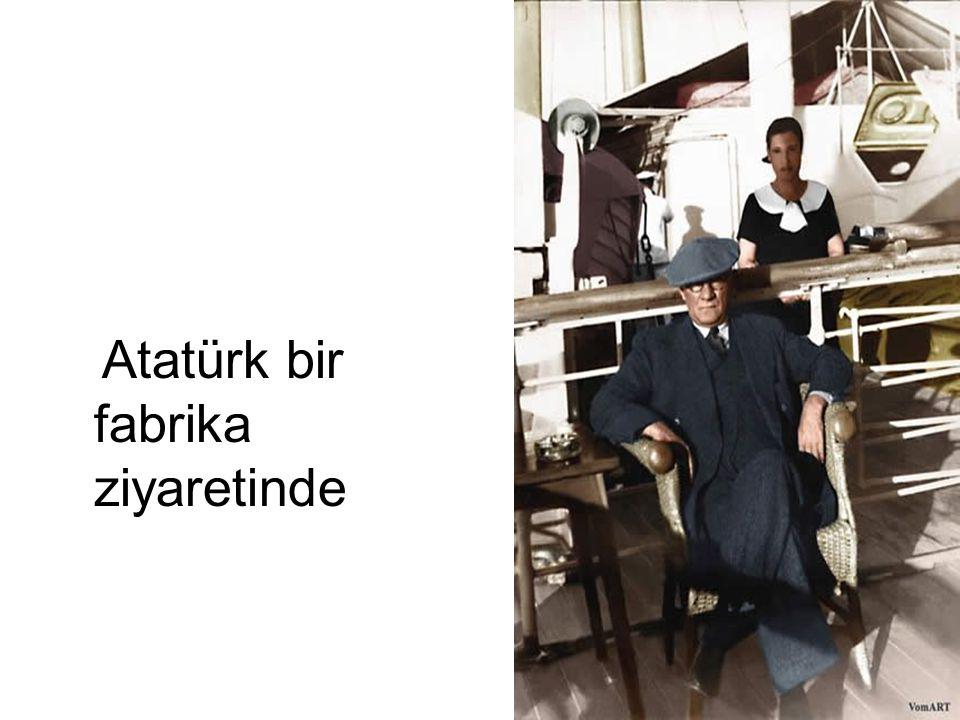 Atatürk bir fabrika ziyaretinde