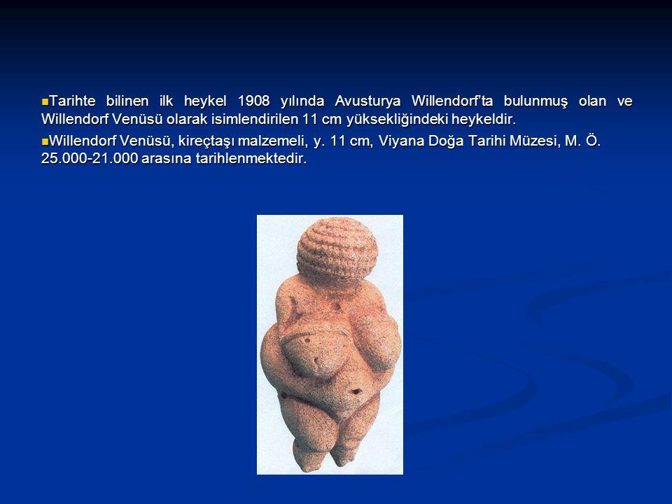 Tarihte bilinen ilk heykel 1908 yılında Avusturya Willendorf'ta bulunmuş olan ve Willendorf Venüsü olarak isimlendirilen 11 cm yüksekliğindeki heykeldir.