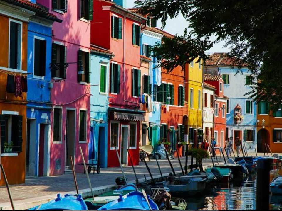 Venedik'teki 118 adacıktan belki de en güzeli BURANO Adasıdır.