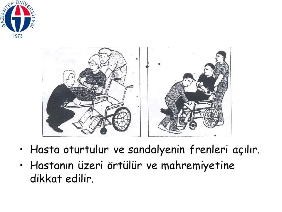 Hasta oturtulur ve sandalyenin frenleri açılır.