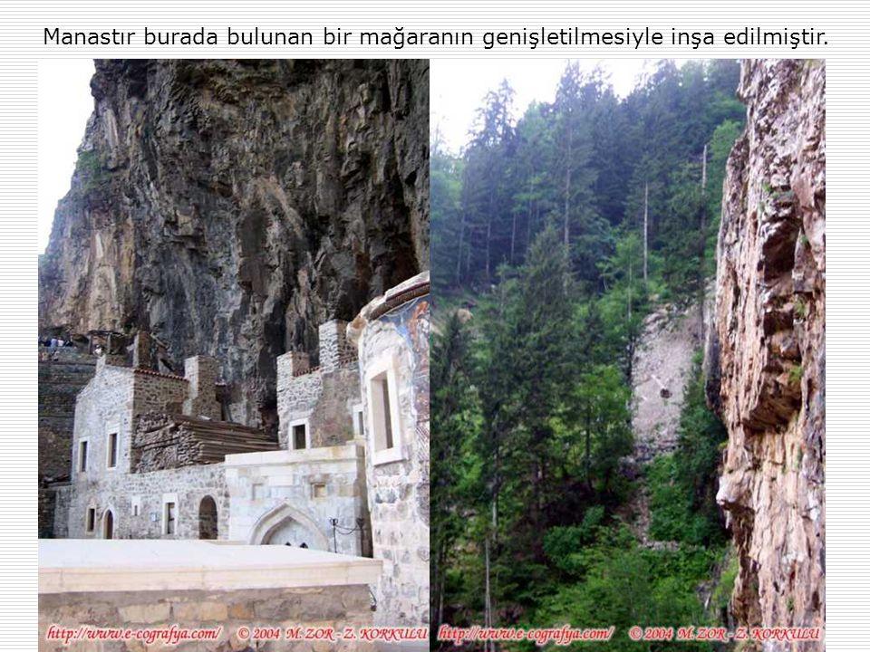 Manastır burada bulunan bir mağaranın genişletilmesiyle inşa edilmiştir.