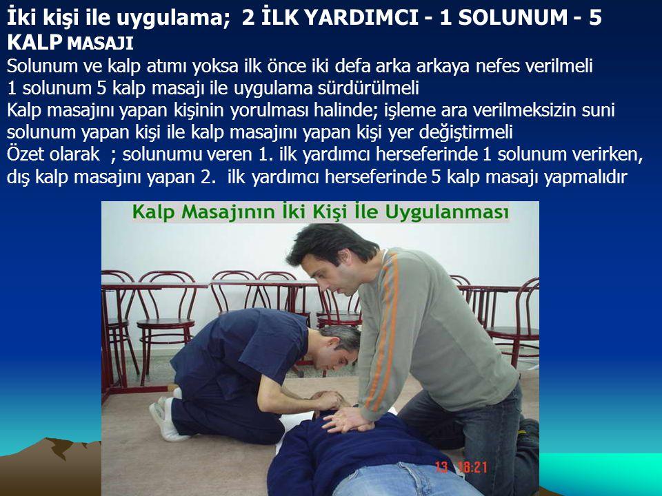 İki kişi ile uygulama; 2 İLK YARDIMCI - 1 SOLUNUM - 5 KALP MASAJI