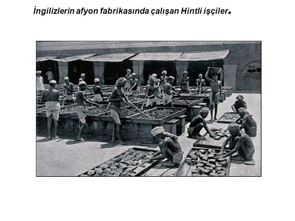 İngilizlerin afyon fabrikasında çalışan Hintli işçiler.