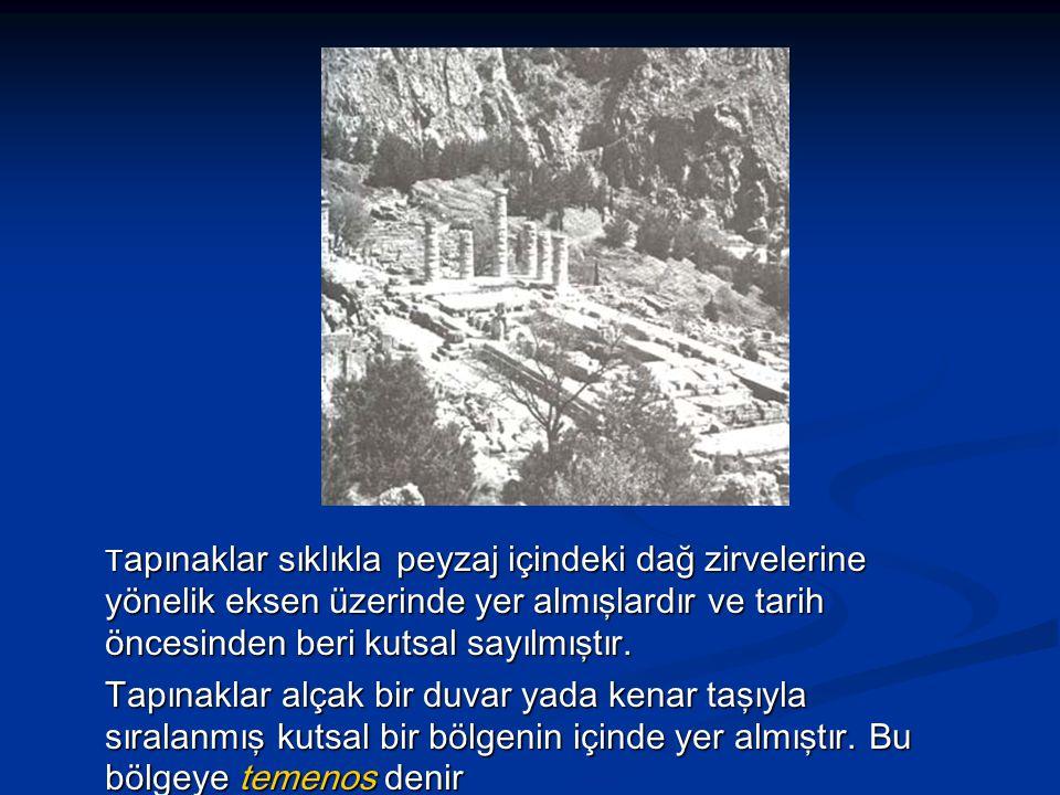 Tapınaklar sıklıkla peyzaj içindeki dağ zirvelerine yönelik eksen üzerinde yer almışlardır ve tarih öncesinden beri kutsal sayılmıştır.