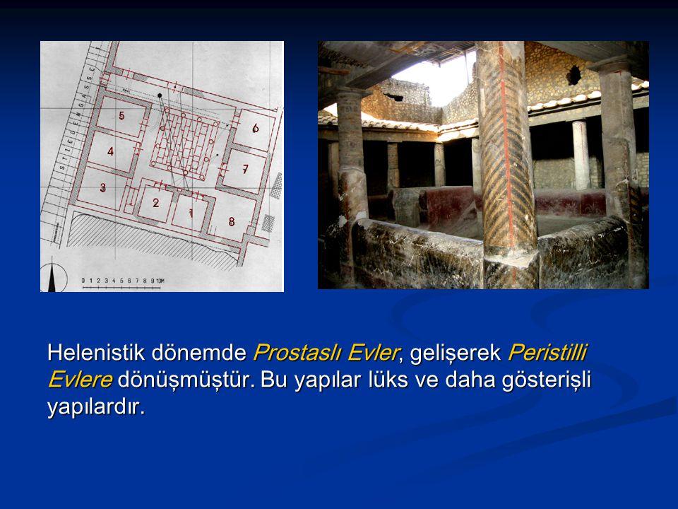 Helenistik dönemde Prostaslı Evler, gelişerek Peristilli Evlere dönüşmüştür.