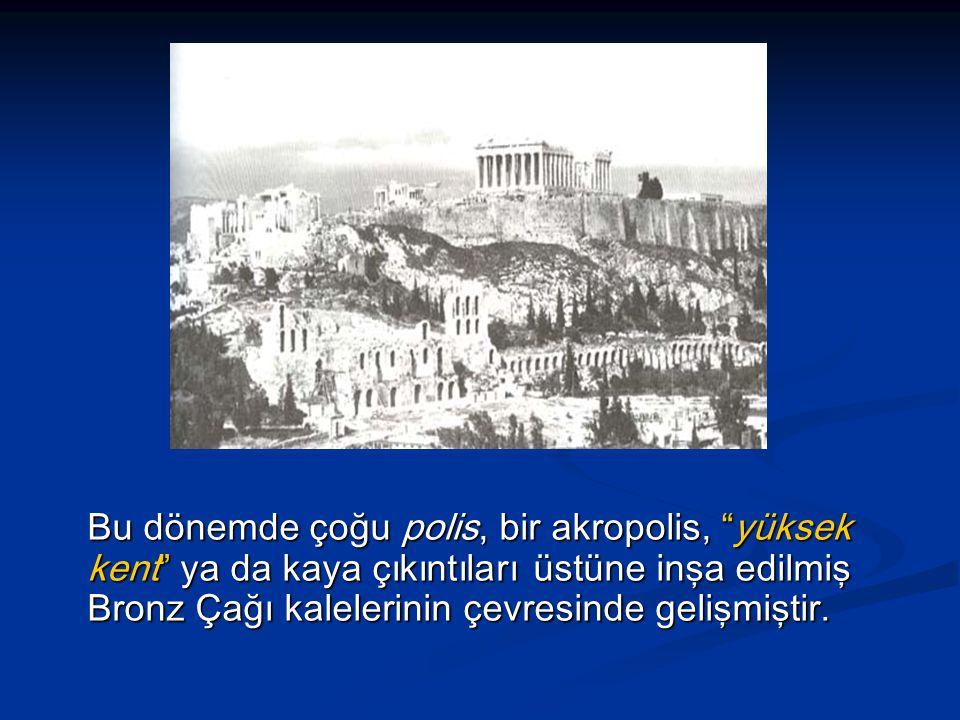 Bu dönemde çoğu polis, bir akropolis, yüksek kent ya da kaya çıkıntıları üstüne inşa edilmiş Bronz Çağı kalelerinin çevresinde gelişmiştir.