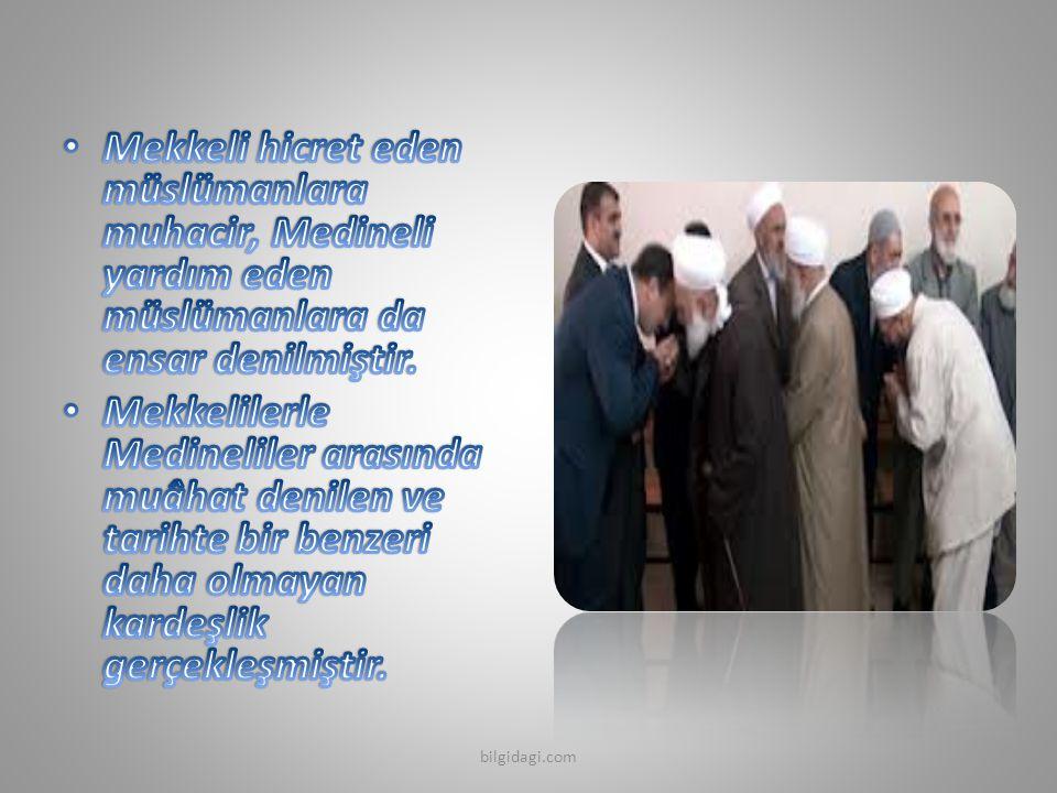 Mekkeli hicret eden müslümanlara muhacir, Medineli yardım eden müslümanlara da ensar denilmiştir.
