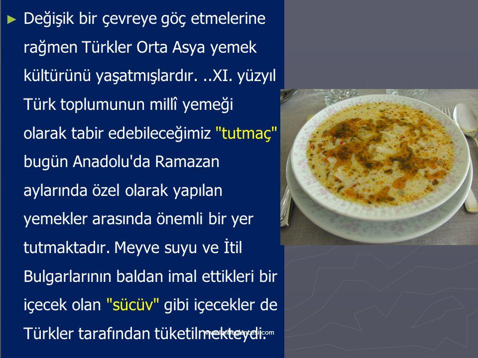 Değişik bir çevreye göç etmelerine rağmen Türkler Orta Asya yemek kültürünü yaşatmışlardır. ..XI. yüzyıl Türk toplumunun millî yemeği olarak tabir edebileceğimiz tutmaç bugün Anadolu da Ramazan aylarında özel olarak yapılan yemekler arasında önemli bir yer tutmaktadır. Meyve suyu ve İtil Bulgarlarının baldan imal ettikleri bir içecek olan sücüv gibi içecekler de Türkler tarafından tüketilmekteydi.