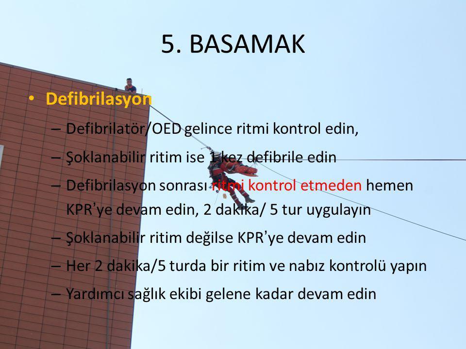 5. BASAMAK Defibrilasyon Defibrilatör/OED gelince ritmi kontrol edin,