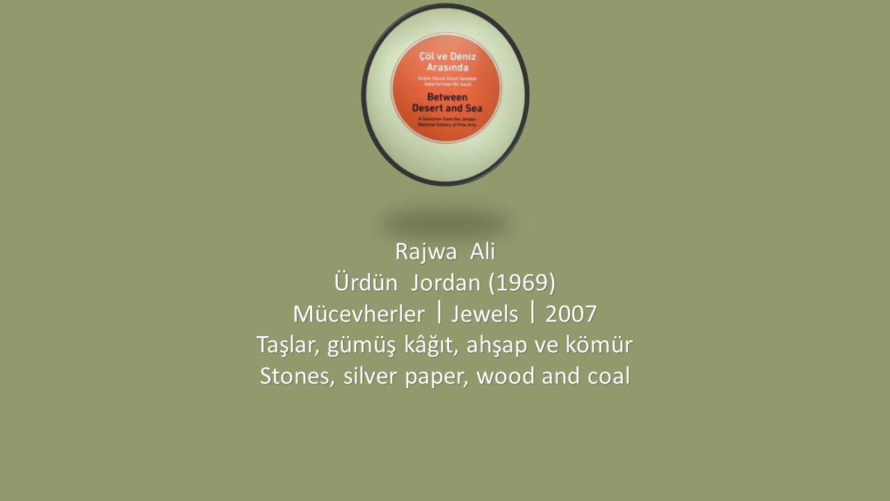 Taşlar, gümüş kâğıt, ahşap ve kömür