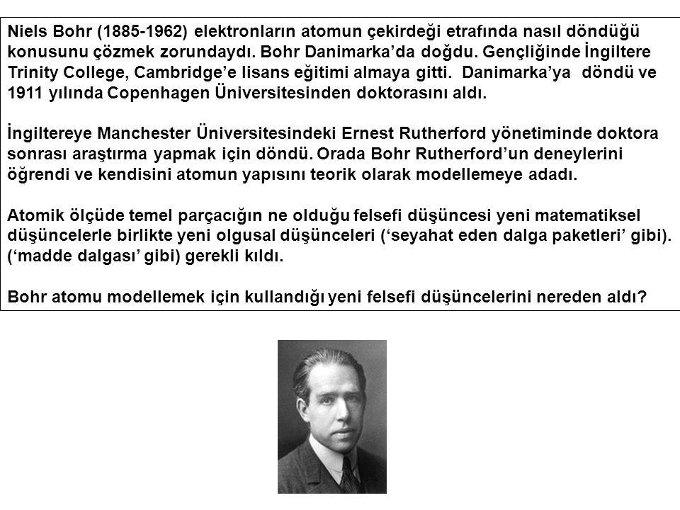 Niels Bohr (1885-1962) elektronların atomun çekirdeği etrafında nasıl döndüğü konusunu çözmek zorundaydı. Bohr Danimarka'da doğdu. Gençliğinde İngiltere Trinity College, Cambridge'e lisans eğitimi almaya gitti. Danimarka'ya döndü ve 1911 yılında Copenhagen Üniversitesinden doktorasını aldı.