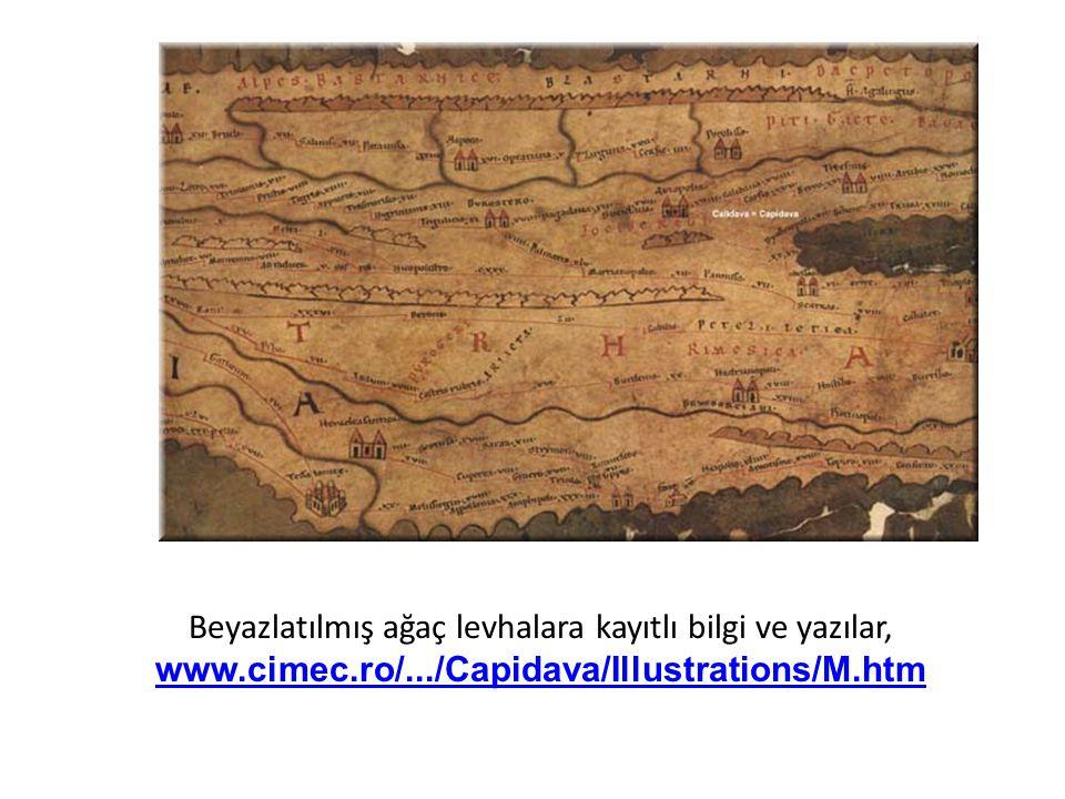 Beyazlatılmış ağaç levhalara kayıtlı bilgi ve yazılar,