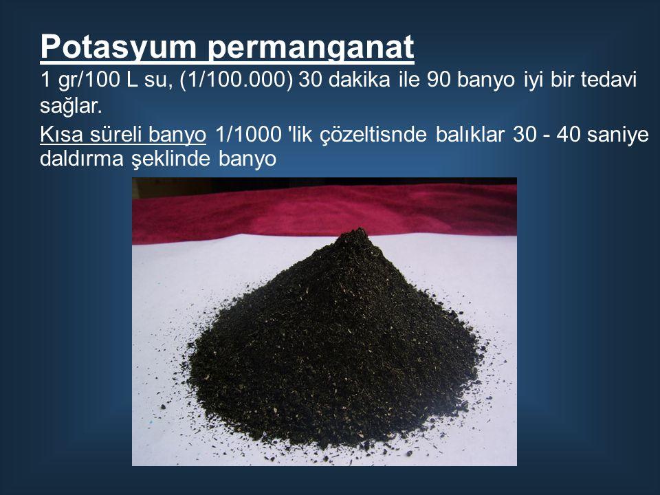 Potasyum permanganat 1 gr/100 L su, (1/100.000) 30 dakika ile 90 banyo iyi bir tedavi sağlar.