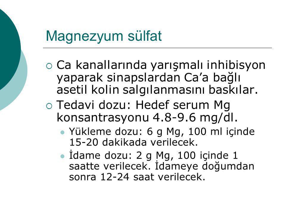 Magnezyum sülfat Ca kanallarında yarışmalı inhibisyon yaparak sinapslardan Ca'a bağlı asetil kolin salgılanmasını baskılar.