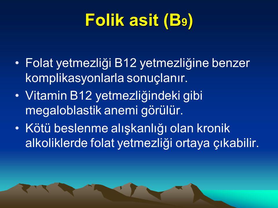 Folik asit (B9) Folat yetmezliği B12 yetmezliğine benzer komplikasyonlarla sonuçlanır. Vitamin B12 yetmezliğindeki gibi megaloblastik anemi görülür.