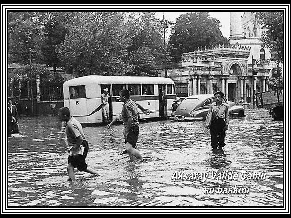 Aksaray Valide Camii su baskını
