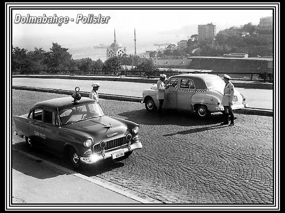 Dolmabahçe - Polisler