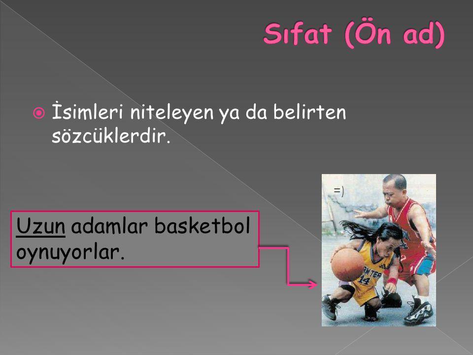 Sıfat (Ön ad) Uzun adamlar basketbol oynuyorlar.