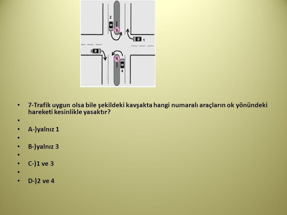 7-Trafik uygun olsa bile şekildeki kavşakta hangi numaralı araçların ok yönündeki hareketi kesinlikle yasaktır