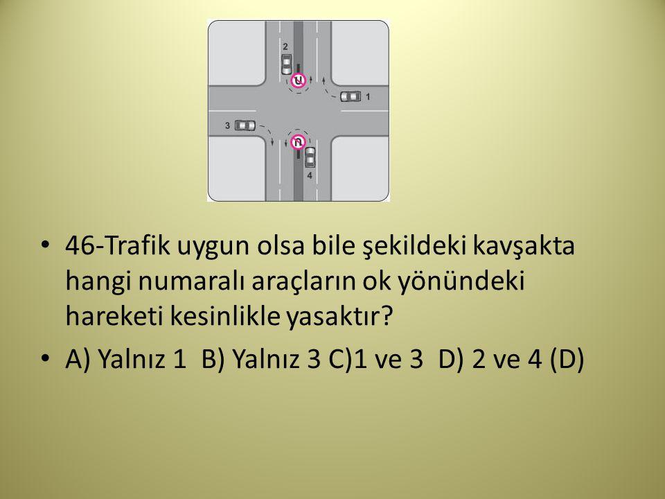 46-Trafik uygun olsa bile şekildeki kavşakta hangi numaralı araçların ok yönündeki hareketi kesinlikle yasaktır