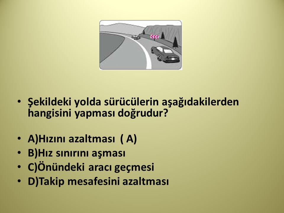 Şekildeki yolda sürücülerin aşağıdakilerden hangisini yapması doğrudur
