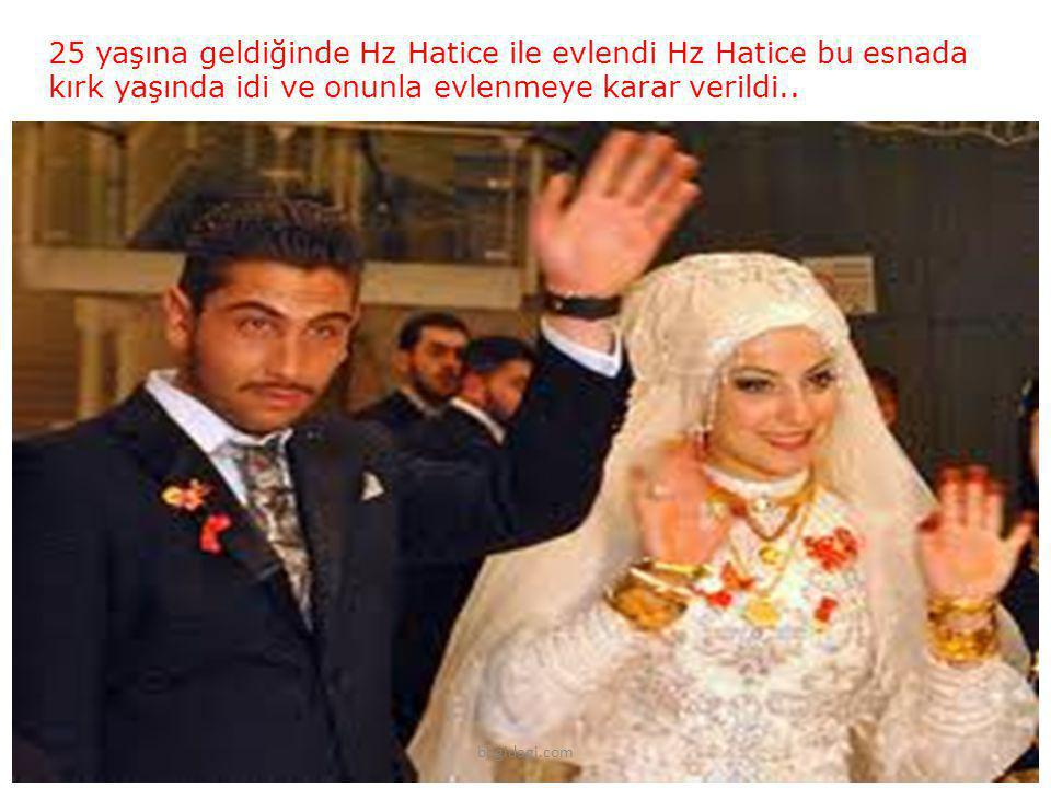 25 yaşına geldiğinde Hz Hatice ile evlendi Hz Hatice bu esnada kırk yaşında idi ve onunla evlenmeye karar verildi..