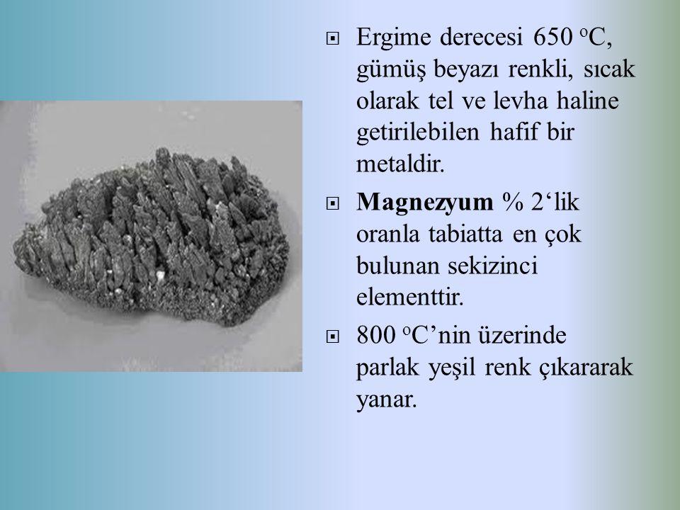 Ergime derecesi 650 oC, gümüş beyazı renkli, sıcak olarak tel ve levha haline getirilebilen hafif bir metaldir.