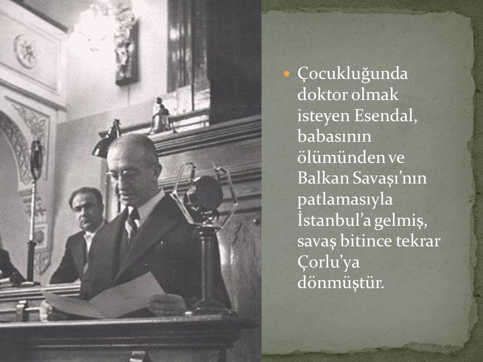 Çocukluğunda doktor olmak isteyen Esendal, babasının ölümünden ve Balkan Savaşı'nın patlamasıyla İstanbul'a gelmiş, savaş bitince tekrar Çorlu'ya dönmüştür.