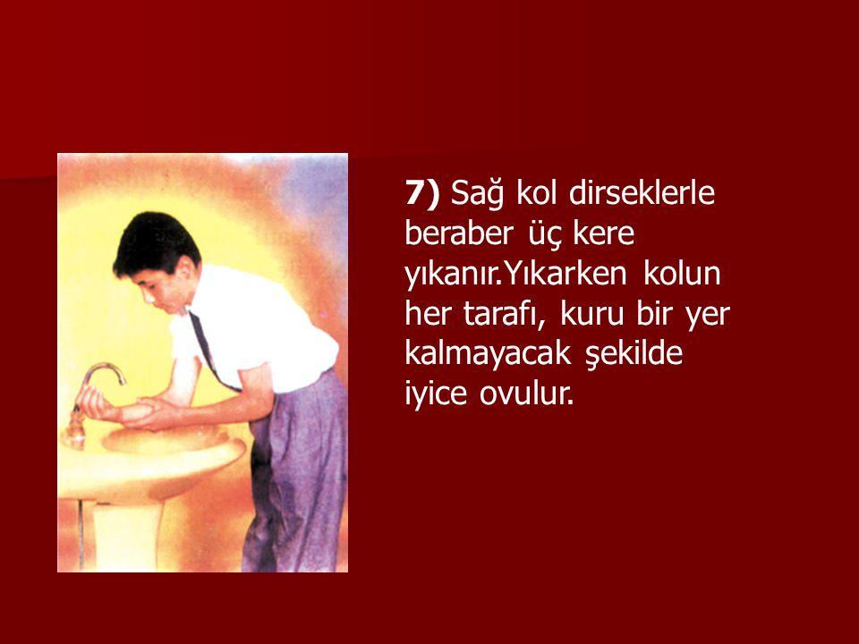 7) Sağ kol dirseklerle beraber üç kere yıkanır