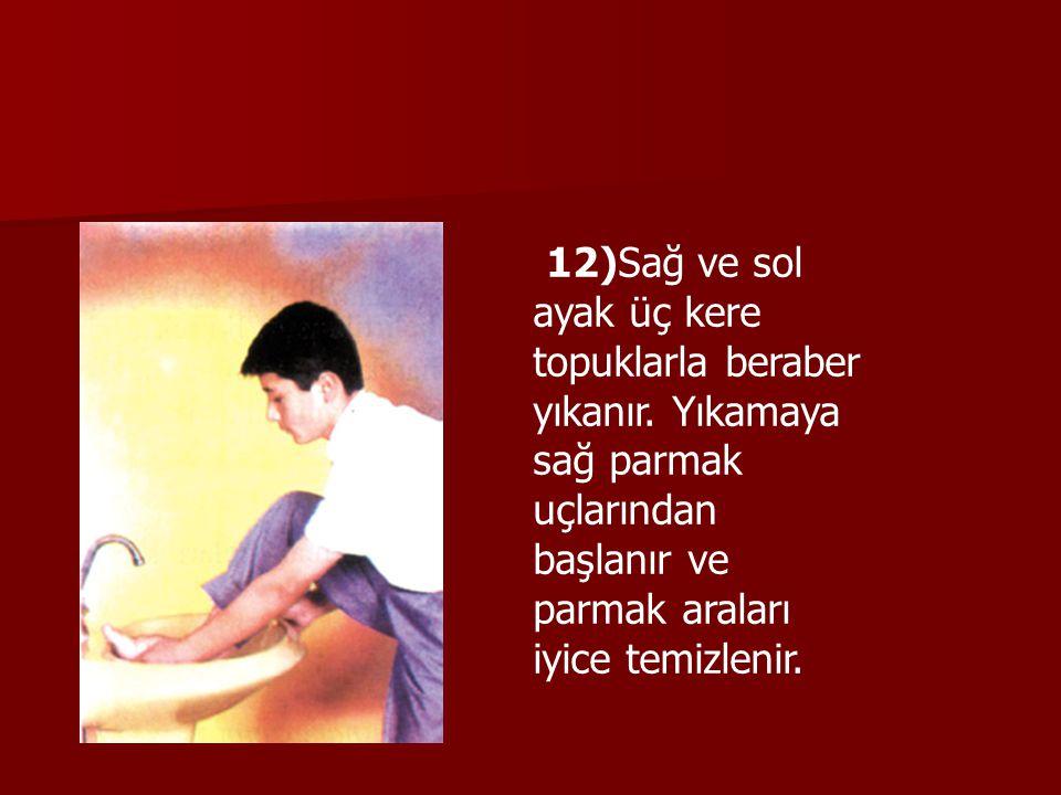 12)Sağ ve sol ayak üç kere topuklarla beraber yıkanır